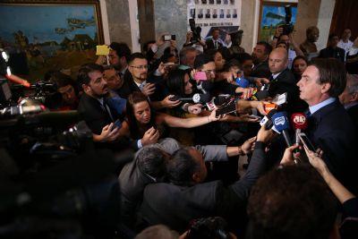 Bolsonaro diz que não é possível manter conselho 'que não decide nada' e quer extinção de órgãos